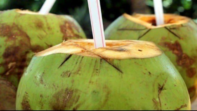 Makanan dan Minuman yang Membantumu Mengatasi Keracunan Makanan