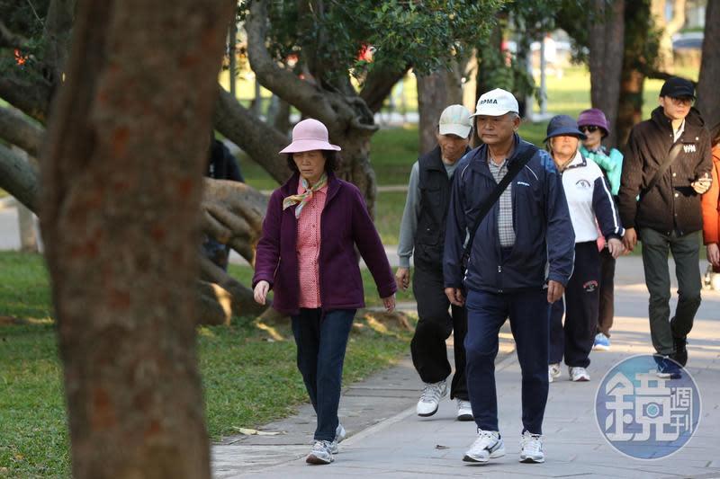 台灣投資人熱愛高息ETF,專家表示,該產品特別適合需要穩定現金流的退休族群。