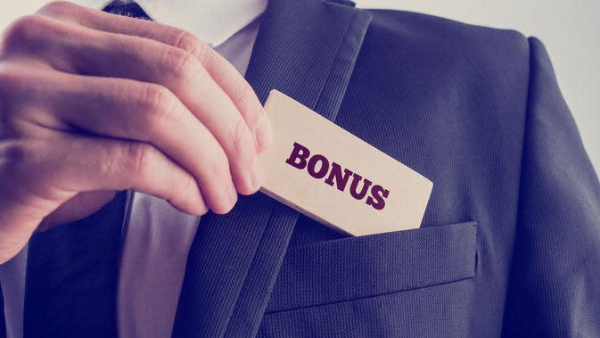 Jika perusahaan menginginkan karyawan untuk aktif secara fisik, berilah mereka bonus berupa uang lembur atau menaikkan gaji mereka.
