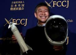 Dicari: Pacar untuk terbang ke bulan dengan miliarder Jepang