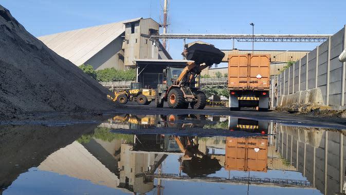 PT Smelting, menjadi pabrik pengolahan dan pemurnian (smelter) pertama dan saat ini menjadi satu-satunya di Indonesia.
