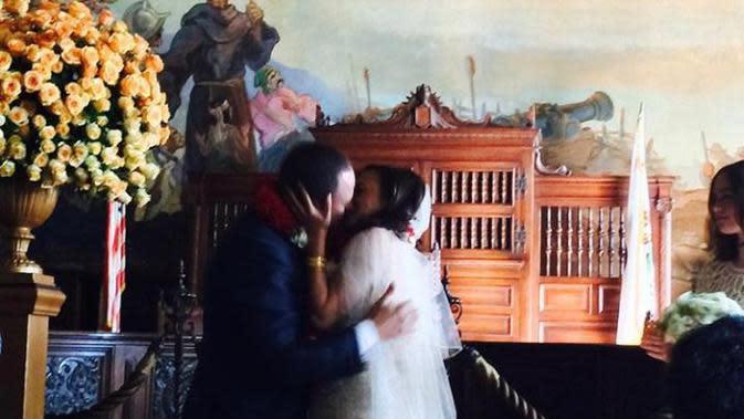 Potret pernikahan Kamala Harris dan Douglas Emhoff. (dok. Instagram @douglasemhoff/https://www.instagram.com/p/CEMX9u0JsCw/?igshid=1oah6ppzwcgpp/Vriskey Herdiyani)