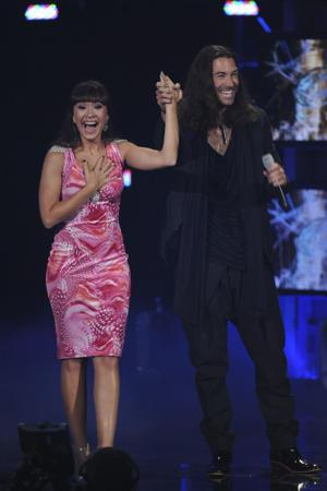 """""""First Couple of Idol"""" Diana DeGarmo & Ace Young Get Engaged on Season 11 Finale"""