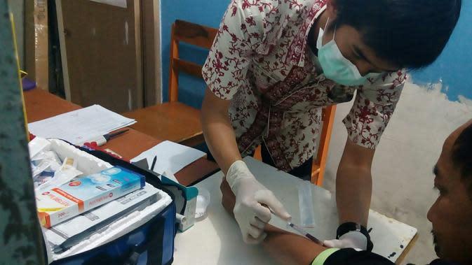 Seorang yang hidup dengan HIV/AIDS tidak boleh putus berobat agar kondisi kesehatannya tidak semakin drop (Liputan6.com/Zainul Arifin)