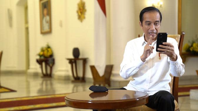 Presiden Jokowi berbincang dengan perawat Sifira Kristingrum soal Covid-19 melalui sambungan video, Minggu (27/9/2020). (Foto: Biro Pers Sekretariat Presiden)