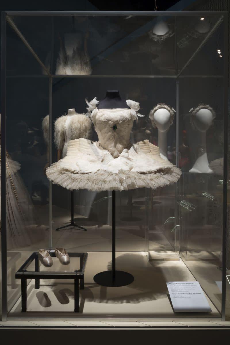 Pameran baru amati pengaruh balerina dalam fesyen