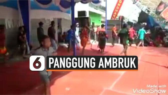 VIDEO: Detik-Detik Panggung Ambruk Saat Pertunjukan Reog di Sidoarjo