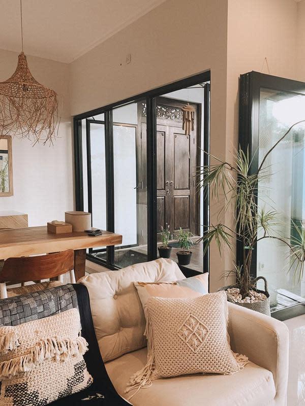 Haykal Kamil dan Tantri Naimrah baru saja memiliki rumah baru, penampakannya unik dengan konsep Bali. (Sumber: Instagram/@tantrinamirah)