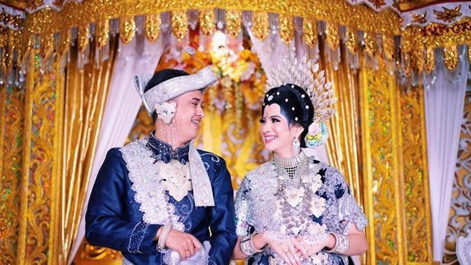 Momen pernikahan Rija Abbas, pelantun lagu Butiran Debu. (Sumber: Instagram/@rijja_id)
