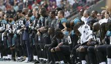 總統槓上美式足球與職籃球星》數百名NFL球員奏國歌時抗議 詹皇、柯瑞嗆聲:川普讓白宮不再榮耀