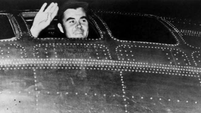 VIVA Militer: Pilot AS yang menjatuhkan bom Hiroshima, Kolonel Paul Tibbets
