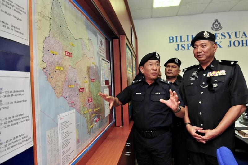 Senior Assistant Commissioner Datuk Mohd Nadzri Hussain shows the traffic accident hot spots while visiting the Johor police contingent headquarters in Johor Baru January 23, 2020. — Picture by Ben Tan