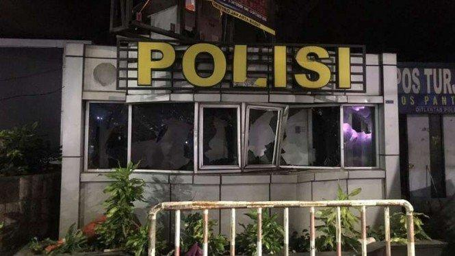 Ada 18 Fasilitas Kepolisian Diamuk Massa Demonstran Tolak Omnibus Law