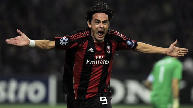 Filippo Inzaghi bisa dibilang menjadi striker nomor punggung sembilan terakhir yang bersinar bersama AC Milan dengan mencetak 126 gol dari 300 laga. (Photo by OLIVIER MORIN / AFP)