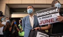黎智英涉非法集結案出庭前 辦公室又遭香港國安警搜查