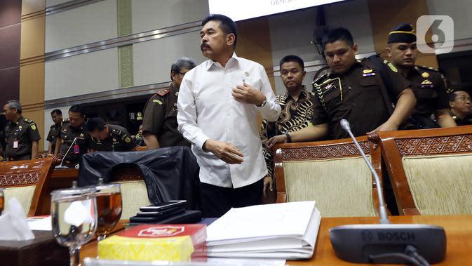 Jaksa Agung ST Burhanuddin saat menghadiri rapat kerja dengan Komisi III DPR di Kompleks Parlemen, Jakarta, Kamis (16/1/2020). Dalam rapat ini ST Burhanuddin menjelaskan perkembangan kasus dugaan korupsi PT Asuransi Jiwasraya (Persero) kepada Komisi III DPR. (Liputan6.com/Johan Tallo)
