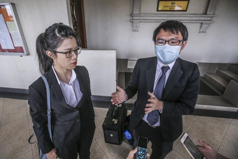 Lawyer Eric Toh (right) who represents the Sarawak-born child and lawyer Jasmine Wong who acted in another citizenship case speak to reporters at the Kuala Lumpur Court Complex on September 24, 2020. ― Picture by Hari Anggara