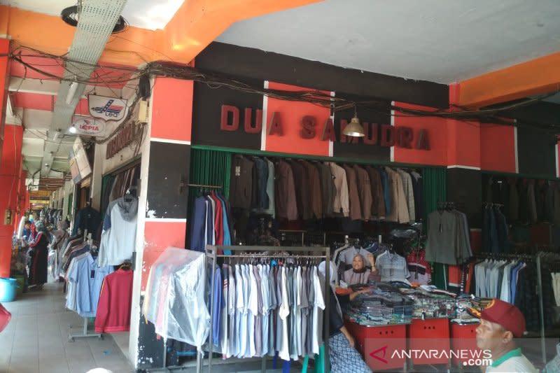 Pedagang Pasar Kliwon Kudus mengeluhkan sepi pembeli