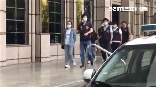 奕智博執行長潘玉玲被刑事局逮捕。(圖/翻攝畫面)