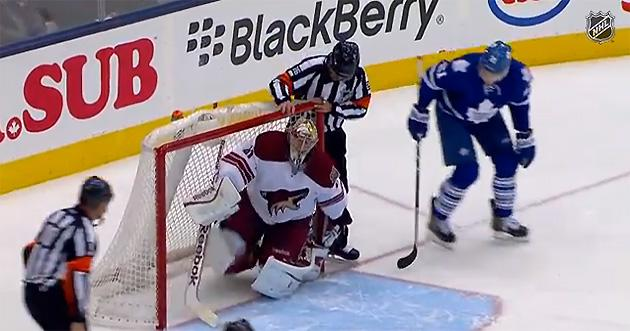 What happened on Maple Leafs' odd 'whispering ref' shootout goal vs. Coyotes?