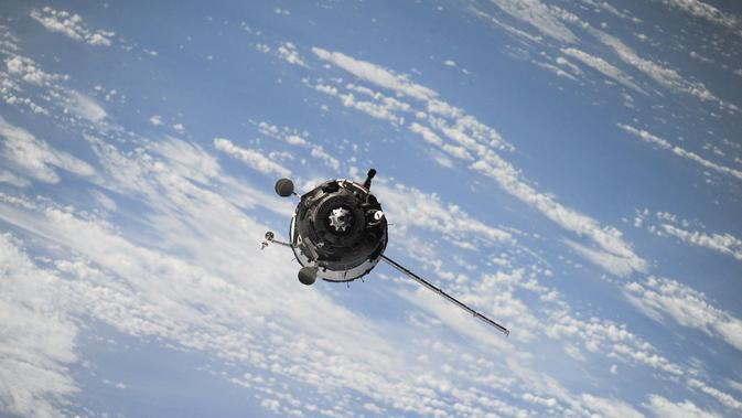 Ilustrasi satelit (@freephotos/Pixabay).