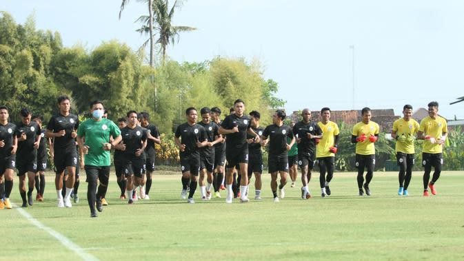 Para pemain PSS Sleman menjalani sesi latihan perdana di lapangan Yogyakarta Internasional School (YIS), Jumat (28/8/2020). (Dokumen PSS Sleman)