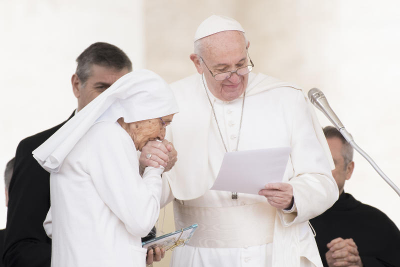 Pope calls on Moroccans to fight fanaticism