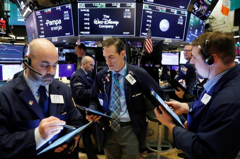 Wall Street dibuka lebih tinggi, indeks Dow Jones naik 30,70 poin