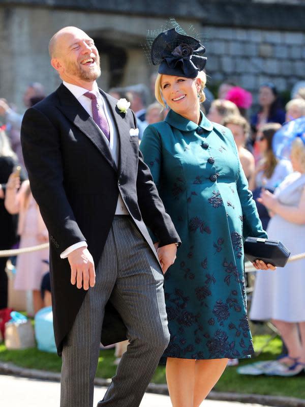 MIke Tindall dan Zara Tindall saat menghadiri upacara pernikahan Pangeran Harry dan Meghan Markle di St. George's Chapel, Windsor Castle, Windsor, dekat London, Inggris, Sabtu (19/5). (Gareth Fuller/pool photo via AP)