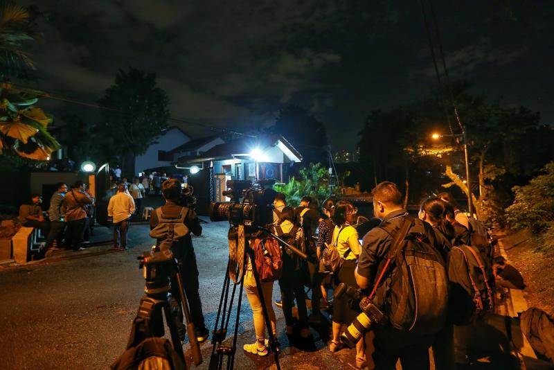 Media personnel waiting outside Datuk Seri Anwar Ibrahim's house in Segambut February 23, 2020. — Picture by Ahmad Zamzahuri