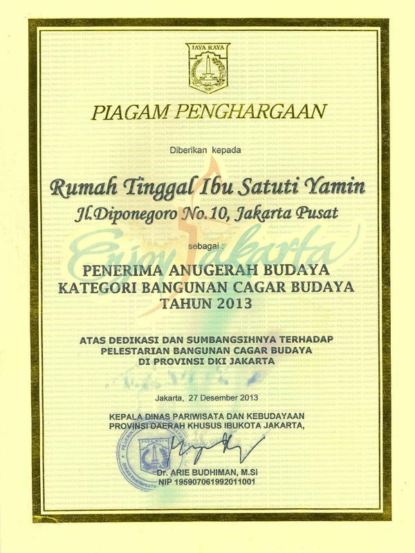 Piagam Penghargaan dari Gubernur DKI Jakarta 2013, Joko Widodo, terkait pelestarian Bangunan Cagar Budaya rumah Pahlawan Nasional Mohammad Yamin (istimewa)