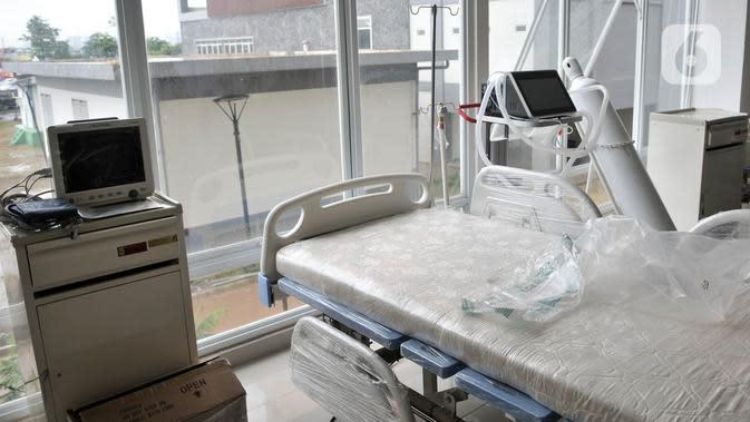 Alat pendukung perawatan pasien virus corona COVID-19 terlihat di Rumah Sakit Darurat Penanganan COVID-19 di Wisma Atlet Kemayoran, Jakarta, Minggu (22/3/2020). RS Darurat Penanganan COVID-19 dilengkapi dengan ruang isolasi, laboratorium, radiologi, dan ICU. (merdeka.com/Iqbal S. Nugroho)