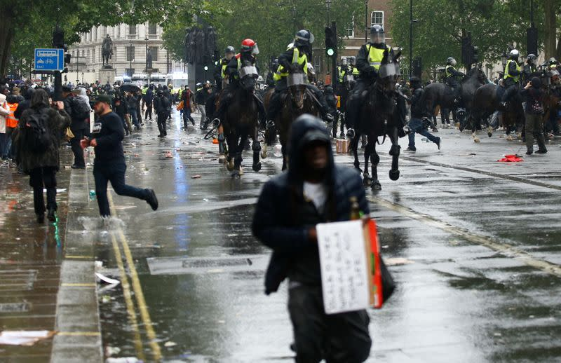 UK anti-racism protesters clash with mounted police