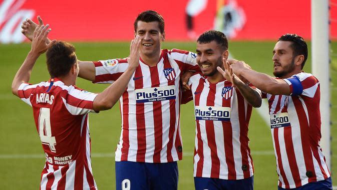 Pemain Atletico Madrid merayakan gol yang dicetak Alvaro Morata ke gawang Celta Vigo pada laga lanjutan La Liga di Abanca-Balaidos, Rabu (8/7/2020) dini hari WIB. Atletico Madrid ditahan imbang 1-1 oleh Celta Vigo. (AFP/Miguel Riopa)