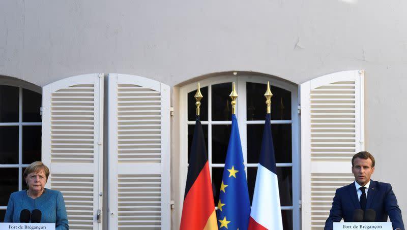 Merkel, Macron agree to coordinate more on corona travel restrictions