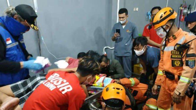 Heroik, Petugas Damkar Selamatkan Tangan Pemuda yang Terjepit Mesin