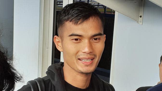 Kiper Persib Bandung, Dhika Bhayangkara. (Bola.com/Erwin Snaz)