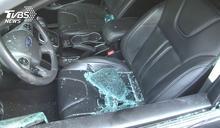 英籍遊客醉酒 持溝蓋砸毀轎車玻璃遭活逮