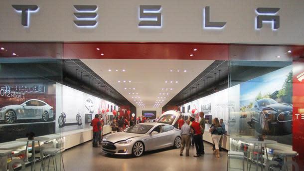 Auto dealers push law blocking Tesla sales in North Carolina