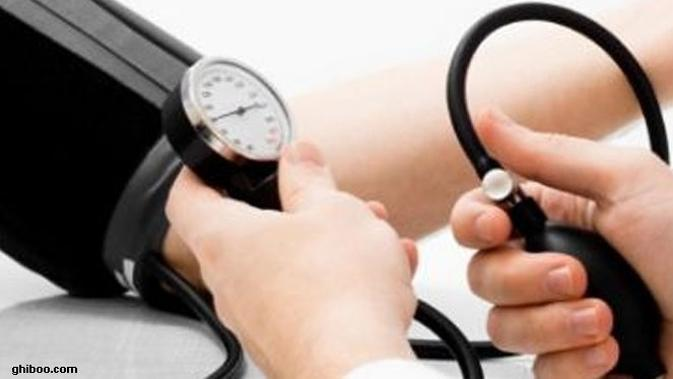 Anda yang memiliki riwayat Hipertensi. Meski Anda adalah orang yang menyukai olahraga seperti angkat beban, tetap saja tidak boleh dikerjakan.