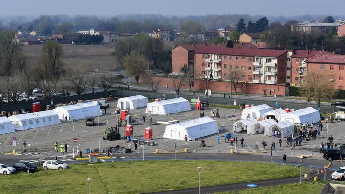 Pemandangan rumah sakit lapangan di Cremona, Italia, 20 Maret 2020. Italia menjadi negara dengan kasus kematian tertinggi di dunia akibat virus corona COVID-19. (Photo by Miguel MEDINA/AFP)