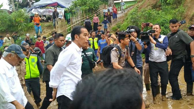 Jokowi Minta Kepala Daerah Tentukan Lokasi Relokasi Korban Longsor Sukajaya Bogor