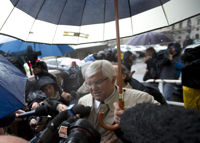 Amanda Knox's lawyer Luciano Ghirga is chased by media as he arrives at Italy's highest court building, in Rome, Wednesday, March 25, 2015. Amanda Knox's ex-boyfriend has arrived at Rome's high court for a hearing that will determine their fate in the brutal 2007 murder of Knox's British roommate. Dozens of journalists and camera crews mobbed Raffaele Sollecito as he made his way into the Court of Cassation for Wednesday's final arguments and deliberations. The ruling, expected later Wednesday, could bring an end to the high-profile Meredith Kercher murder case. (AP Photo/Alessandra Tarantino)