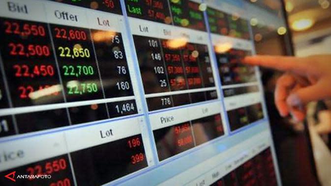 Bursa saham Asia bergerak melemah dengan indeks saham acuan regional merosot tajam 1,2% pada Jumat pekan ini.