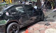 快訊/民生社區車禍!BMW擦撞救護車再撞路樹 4人急送醫