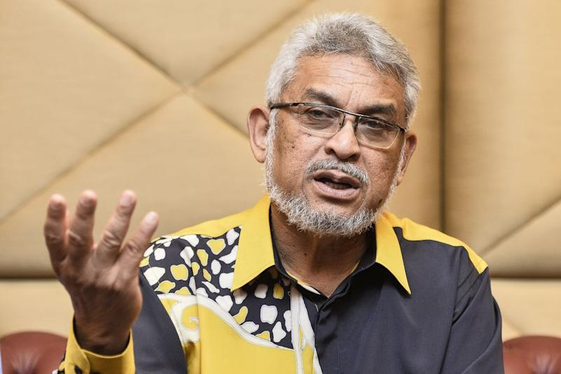 Amanah's Khalid Samad said he only proposed that Tun Dr Mahathir Mohamad bring PKR president Datuk Seri Anwar Ibrahim into the Cabinet during the Pakatan Harapan presidential council meeting on Friday. — Picture by Miera Zulyana