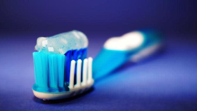 ilustrasi sikat gigi untuk mengatasi sariawan/pexels