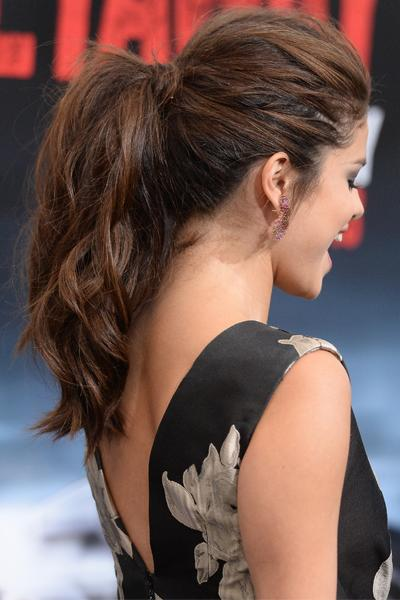 <p>We love her textured ponytail. Way too pretty for the gym.</p>