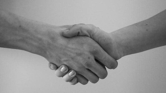 Ilustrasi jabat tangan (dok. Pixabay.com/SCY/Putu Elmira)