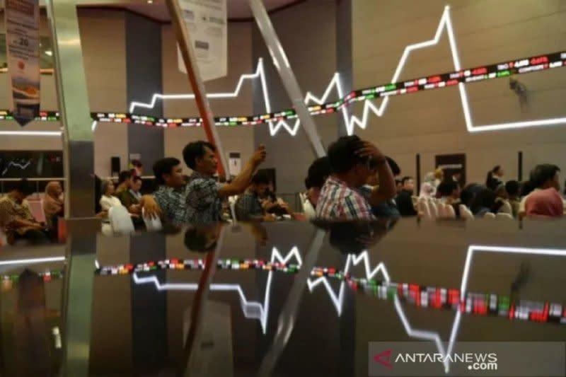 IHSG melemah jelang rilis data inflasi Juli